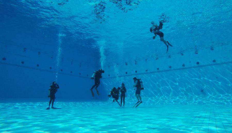 Обучение дайвингу в бассейне