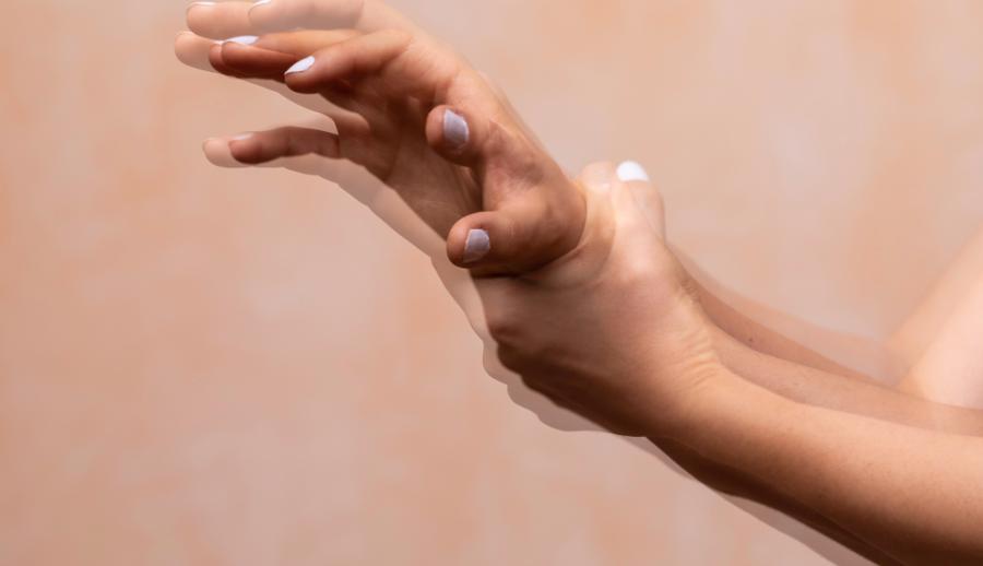 Тремор рук при болезни Паркинсона