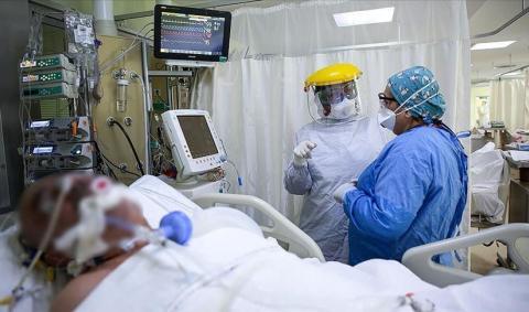 Врачи в отделении интенсивной терапии